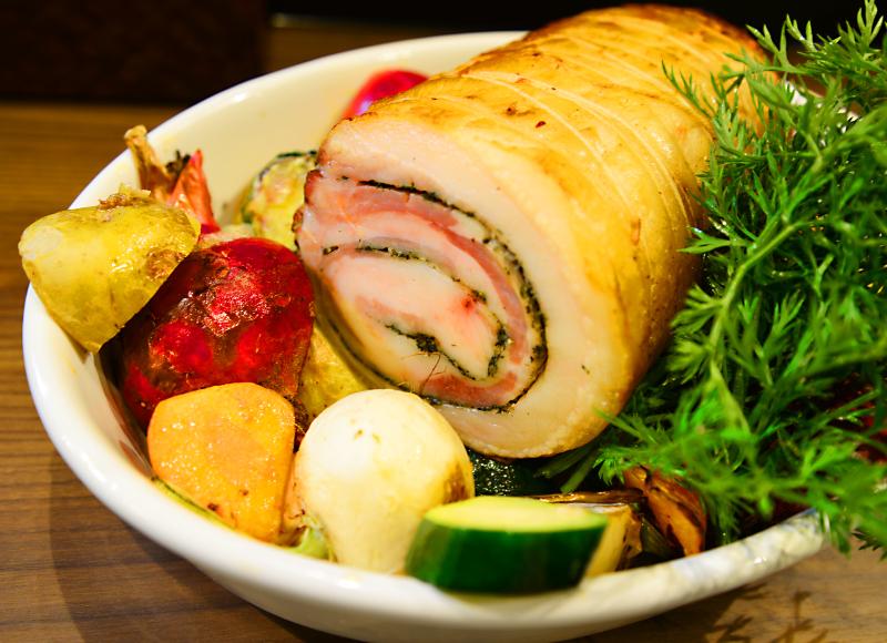 ポルケッタ(豚バラの香草オーブン焼き)